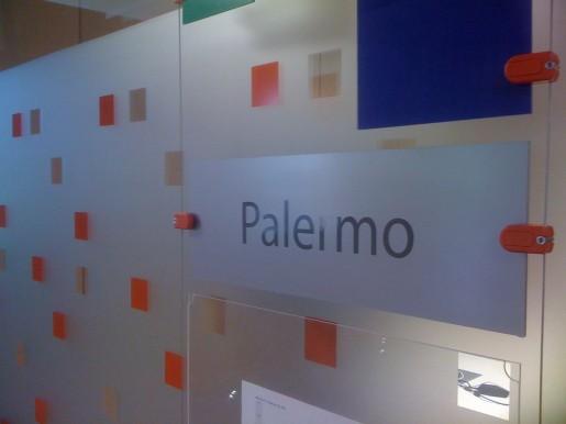 Cada una de las salas de reuniones, a pedido de los empleados, tiene el nombre de un barrio de la Ciudad de Buenos Aires.