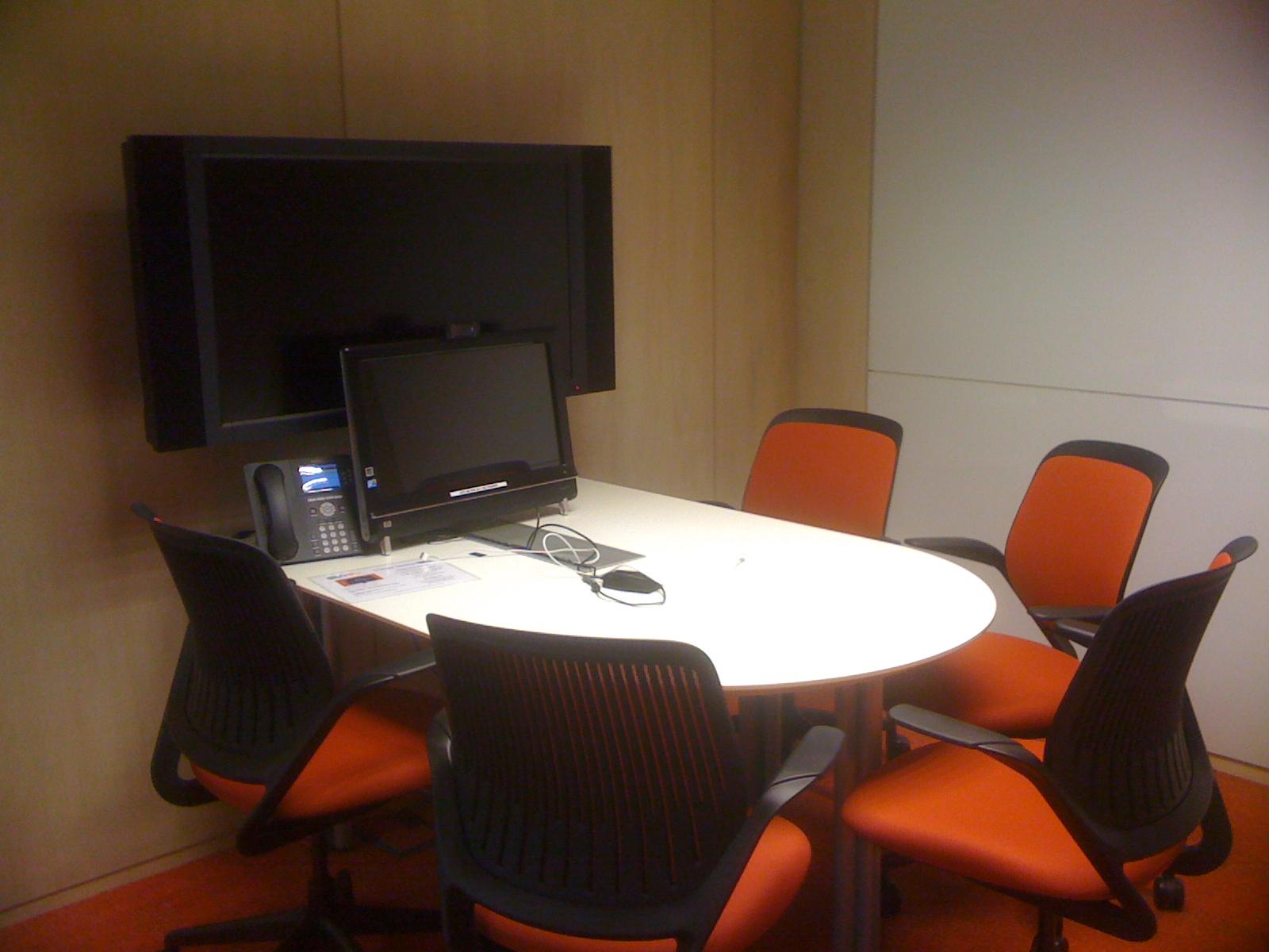 Recorrido fotogr fico por las nuevas oficinas de google en for Sala de reuniones