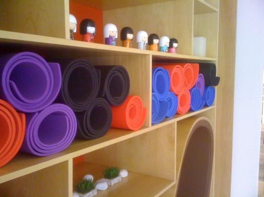 Más almohadillas de colores, listas para usar y relajarse.