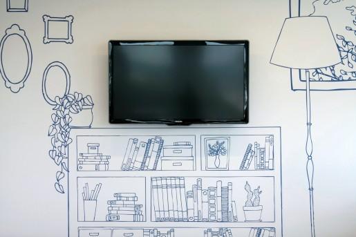 Una idea práctica para completar una pared vacía y ahorrarnos el presupuesto de los muebles.