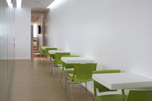 Esta es una especie de cafetería en la que los empleados pueden descansar, conversar con un compañero y tomar algo.