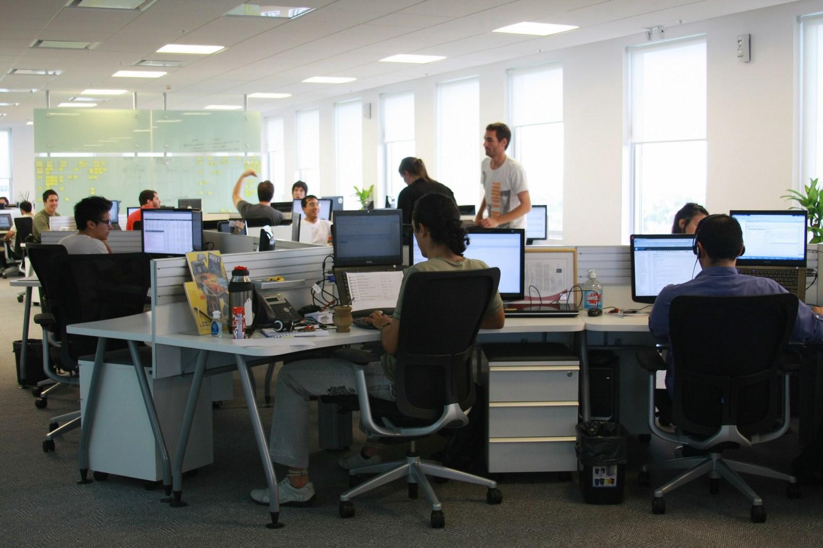 Oficina publica saludable oficinas de mercadolibre en la for Espacios para oficinas