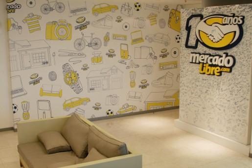 El hall de entrada a las nuevas oficinas de MercadoLibre.com: 5 pisos con capacidad para 400 empleados.