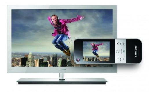 Además de reproducir contenidos desde nuestra red hogareña o Internet, este TV permite ver en el remoto lo mismo que en la pantalla