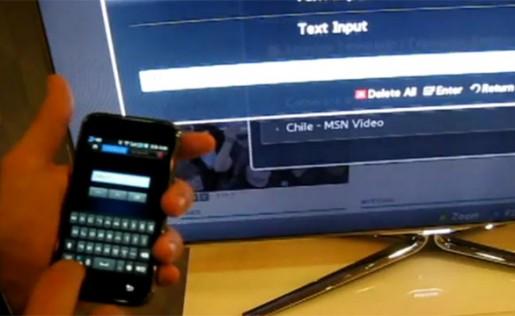 Los Smart TV de Samsung permiten que usemos un celular (el Galaxy S, en este caso) como control remoto.