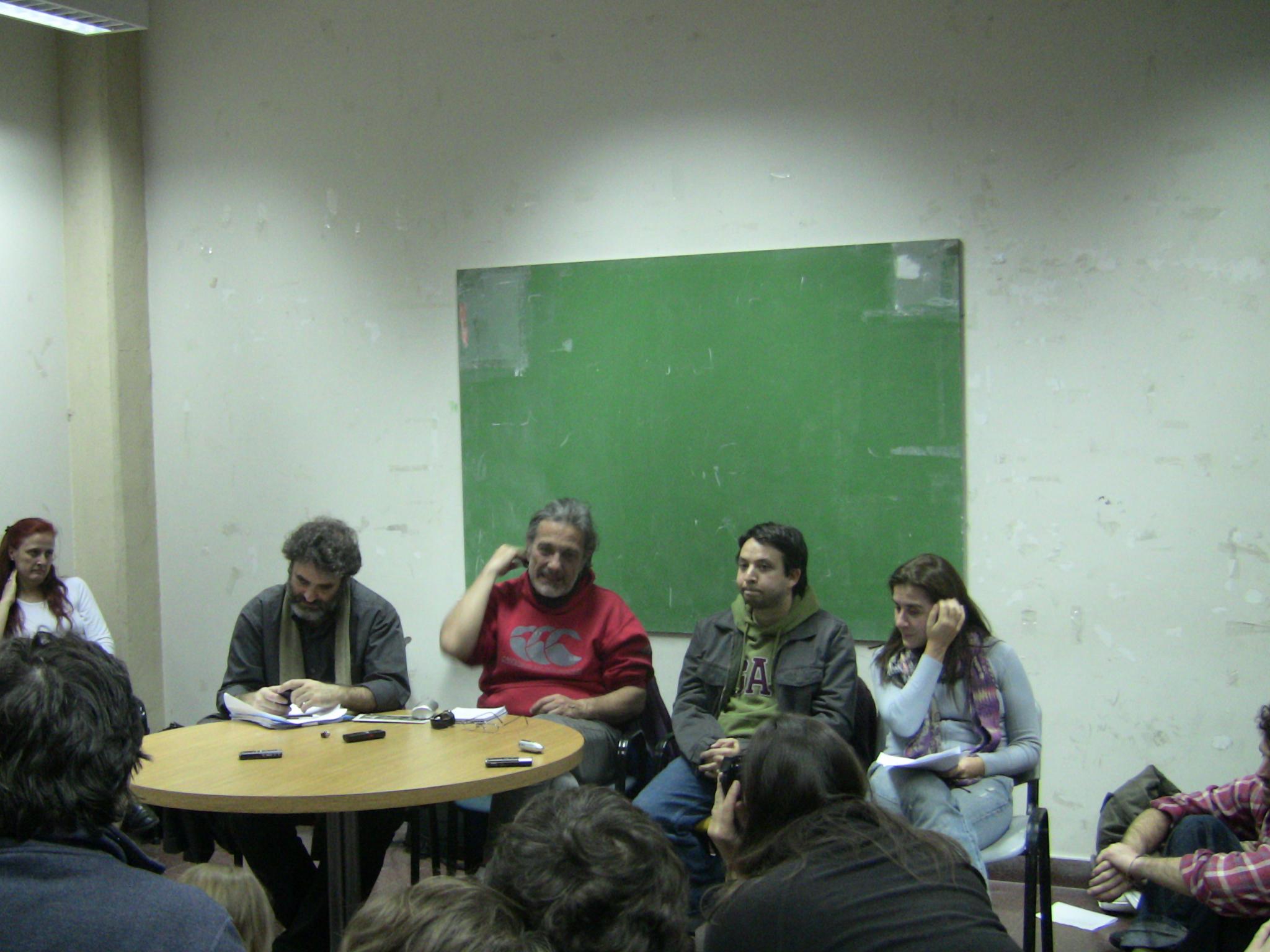 En el debate participaron docentes y directivos de la Universidad de Buenos Aires. De izquierda a derecha, Glenn Postolski, Enrique Chaparro, Matias Botbol y Beatriz Busaniche.