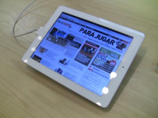 Y el iPad 2 blanco, también navegando RedUSERS.com.