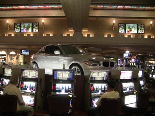 Jugando en estas maquinas, podremos ganarnos el auto que esta arriba. ¿Qué les parece?