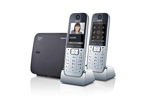 Los nuevos equipos ofrecen telefonía híbrida (analógica+IP), conexión a Internet, RSS, Baby Call, etcétera.
