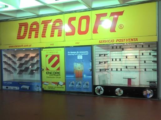 ¡Zas! ¡Este local está completamente vacío! Es el de Datasoft...