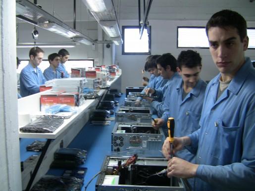 También se dedican a la fabricación de equipos de escritorio.