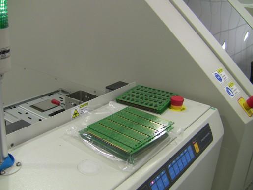 Las placas salen en una especie de blister de cinco placas de memoria cada una.