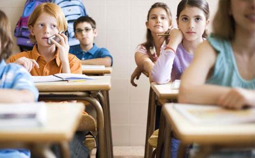 El autor sostiene que el celular es una oportunidad de acceso a otras posibilidades educativas.