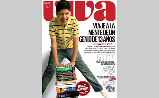 El niño genio saltando algunos libros, muchos de la colección USERS.