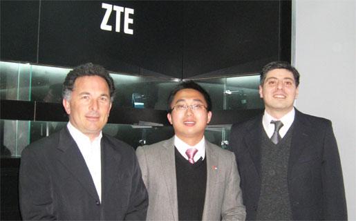 Paulo Cosentino (izquierda), Gerente de la División Celular de BGH.
