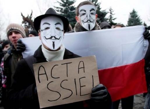 En Polonia fueron miles las personas se manifestaron en contra del ACTA