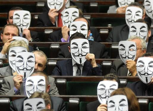 En Bulgaria el Parlamento no dudo en usar mascaras al rechazar ACTA