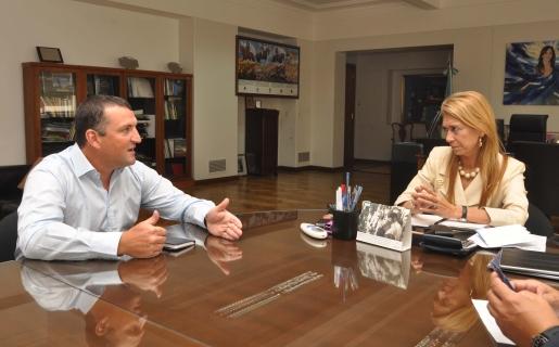 Martín Migoya, CEO de Globant; junto con Débora Giorgi, ministra de Industria.