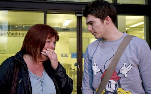 Richard y su madre al salir del Tribunal de Westminster