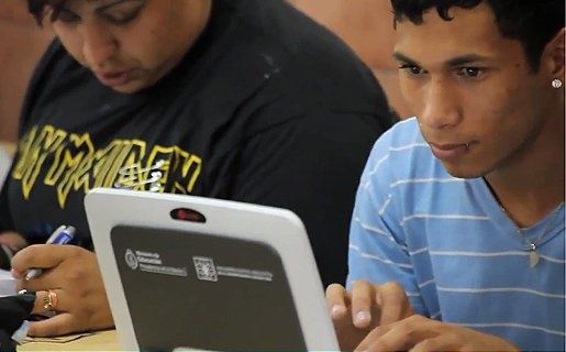A pesar de que los alumnos están recibiendo sus netbooks y los docentes saben cómo usarlas, los equipos aún no han logrado su lugar en las aulas.