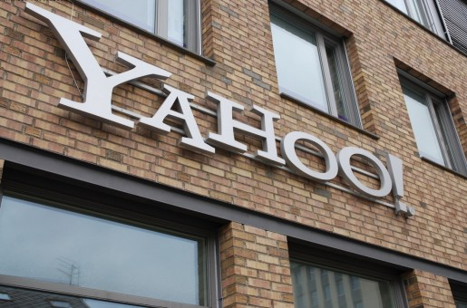 Yahoo despide 2000 empleados, el 14% de su planta total, en el marco de su reestructuración empresarial.