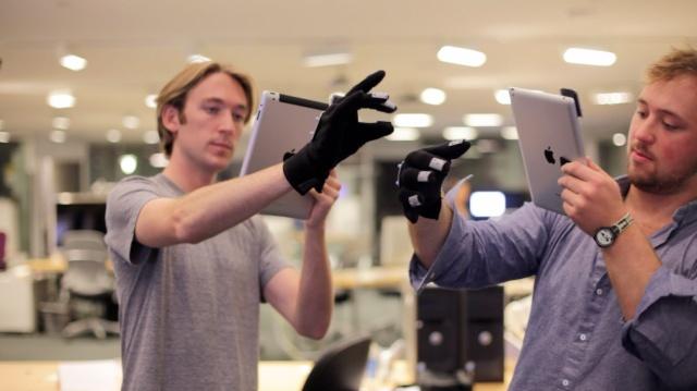 Alumnos del MIT desarrollaron un sistema para manipular objetos y entornos 3D reemplazando la cámara del iPad y usando software libre.