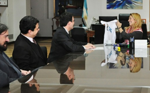 Giorgi (derecha) con integrantes de la agrupación Software Libre con CFK.
