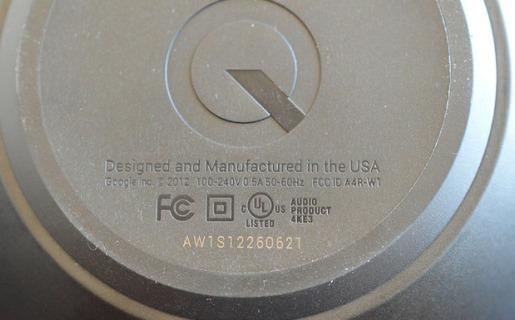 """En la base del Nexus Q se puede ver la inscripción """"Diseñado y fabricado en los Estados Unidos"""". (Crédito: TheVerge)"""