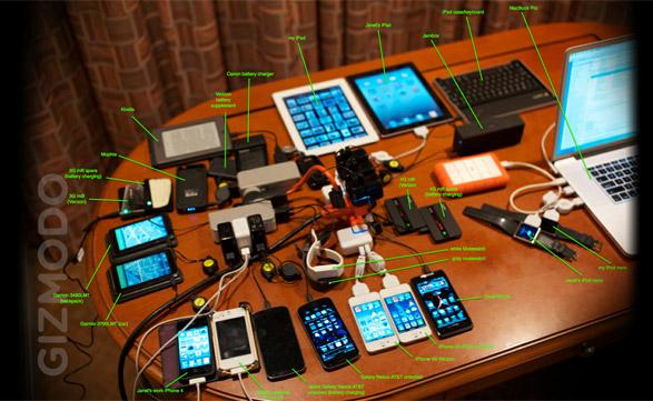"""La parafernalia de gadgets que """"The Woz"""" lleva en su equipaje cada vez que sale de viaje, es la envidia de cualquier geek."""
