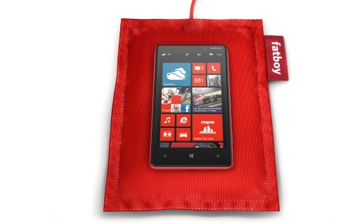 El Lumia 820 también incluirá chip NFC y cargará su batería sin conectarlo un cable sino apoyándolo en el cargador.