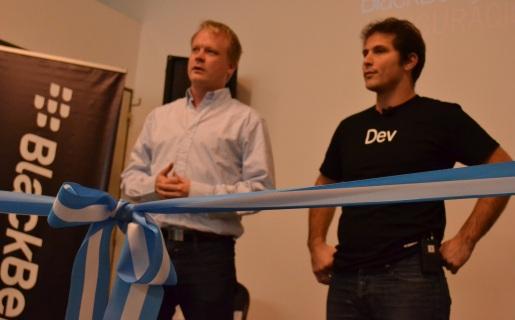 Anders Larsson, Product Manager de RIM, junto a Bryan Tafel, BlackBerry Developer Evangelist de RIM.