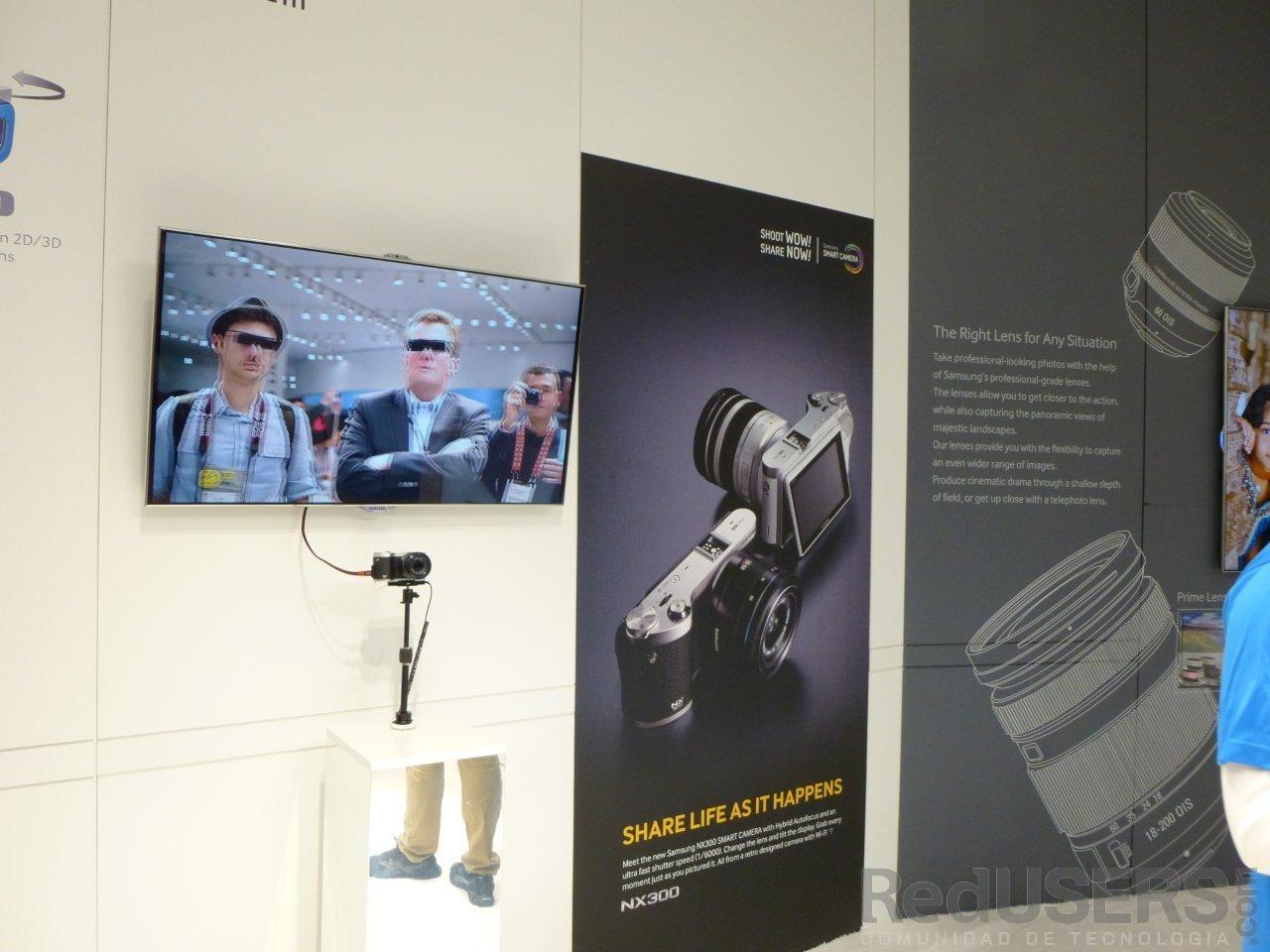 La flamante NX3000, filmando en 3D en vivo