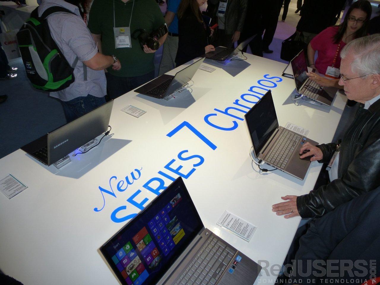 Los asistentes prueban las Ultrabook de Samsung