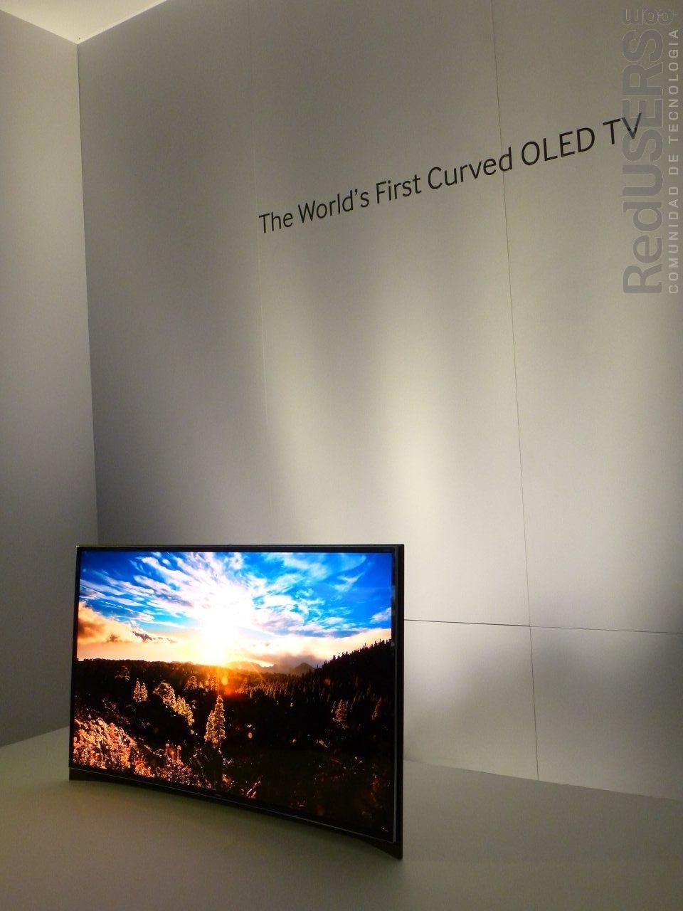 Una de los prototipos presentados en la feria: La primera TV OLED curva
