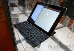 Logitech ofrece una cubierta de aluminio para iPad que además es teclado. Un reemplazo ideal para el Smart Cover.
