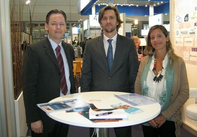 Andrés Ventafrida, cónsul Adjunto de Argentina; Mathias Frölich, de la sección comercial del consulado; y Fernanda Yanson, de la Fundación Exportar.