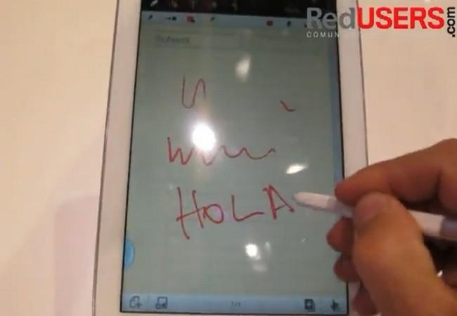 Miguel Lederkremer prueba las posibilidades del S Pen en la Galaxy Note II.