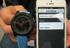 Cookoo Watch se sincroniza fácilmente con el iPhone.
