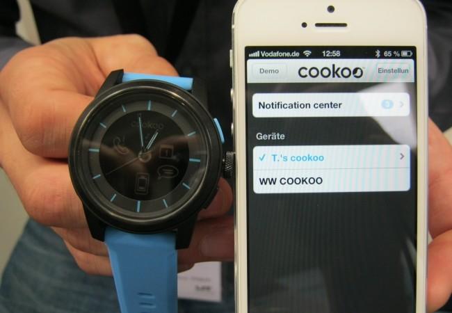 Cookoo Watch se sincroniza fácilmente con el iPhone.