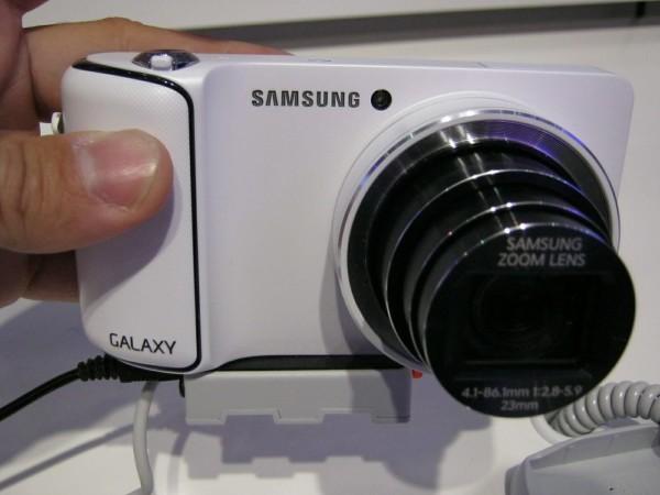La Samsung Galaxy Camera, por delante.
