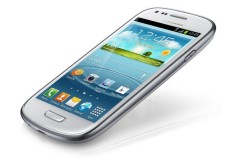 El Galaxy SIII Mini comparte la estética de su hermano mayor, pero está pensado para la gama media.