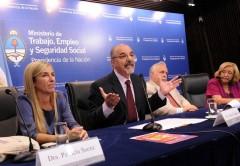 Unión Informática espera que Carlos Tomada (centro) firme su inscripción gremial la semana que viene.