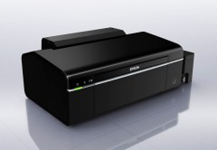 La Epson L800 es ideal para fotos: imprime sin bordes en 10x15 cm en sólo 12 segundos. Para mayor realismo, incluye una botella de tinta negra y otras cinco a color.