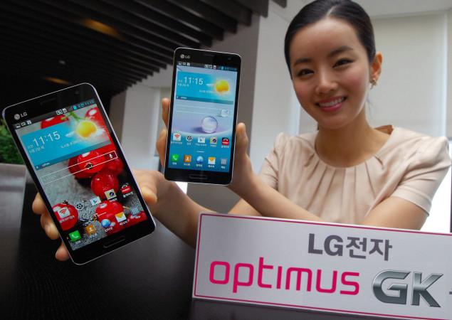 La novedad de este smartphone es que además de la reducción del tamaño de pantalla, cuenta con una densidad de píxeles ligeramente superior al original, alcanzando los 440PPI.