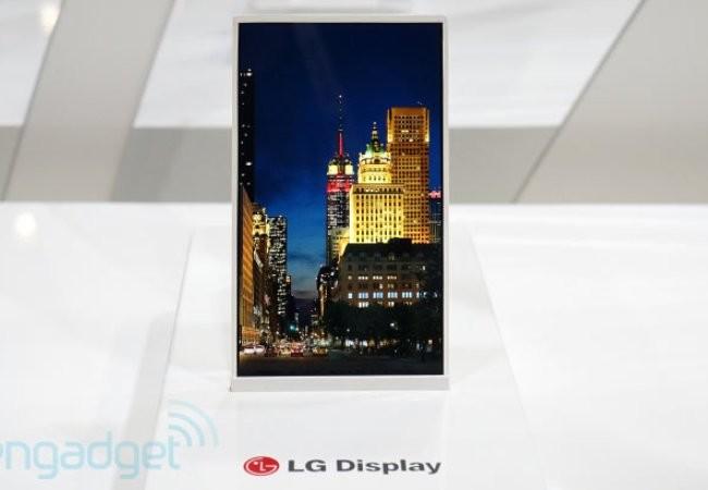 La pantalla presentada por LG hace un mejor aprovechamiento del espacio frontal de un smartphone.