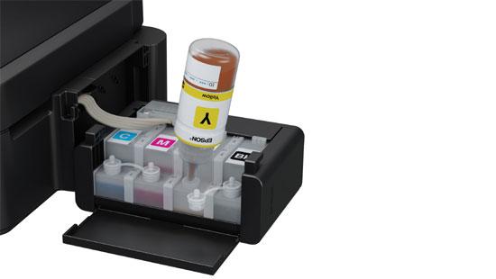 Los tanques de tinta se llenan con facilidad pero no se elimina la posibilidad de mancharse.