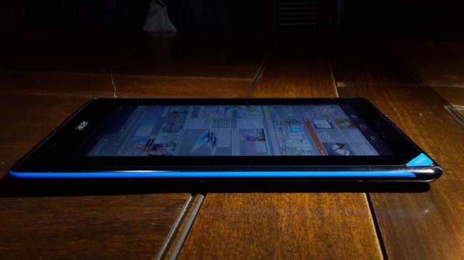 Como mencionábamos antes, la pantalla distorsiona los colores en cierto ángulo.
