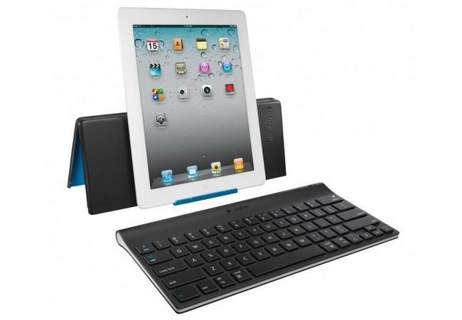 Teclados para tablets, auriculares, pendrives y otros accesorios pueden ser un buen regalo techie a precios moderados.