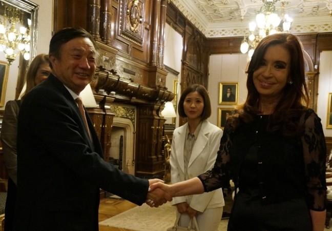 Ren Zhengfei y Cristina Fernandez de Kirchner, ayer en Casa Rosada.