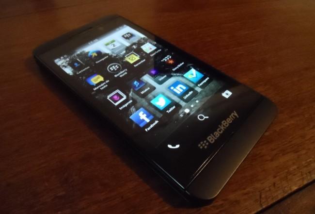 el blackberry z10 ya est disponible en argentina a 3999 en preventa. Black Bedroom Furniture Sets. Home Design Ideas